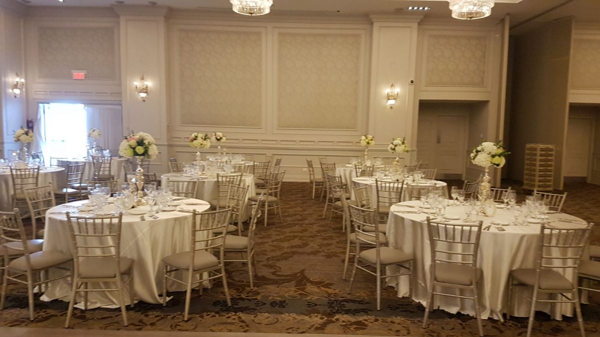 Wedding Centerpiece, designed by TorontoBulkFlowers.com