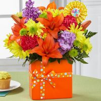 The bouquet of flowers for birthday is filled with optimism and energy.
