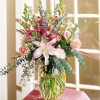 Artistic floral design, best gift for anniversary.
