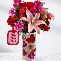 The love you xo bouquet will sing the songs of love on this Valentine's Day.